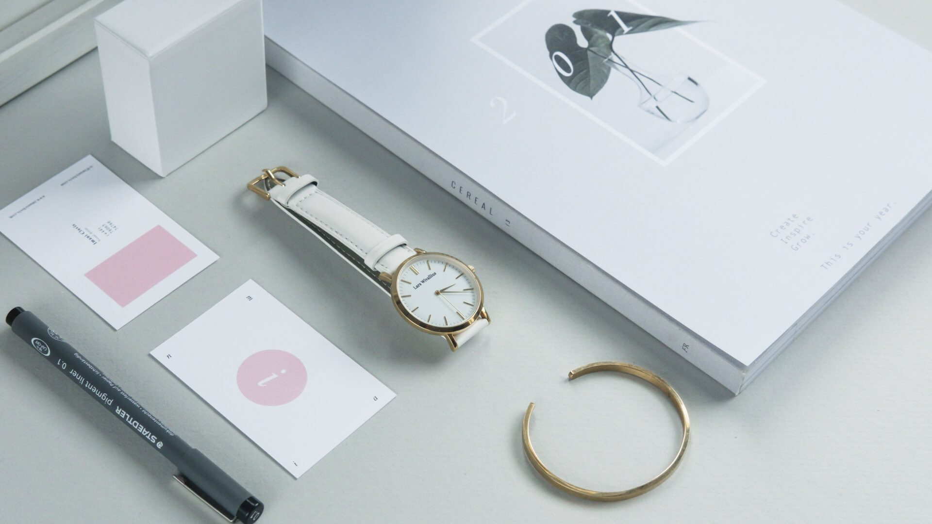 picture of watch and book titled digital or offset printing